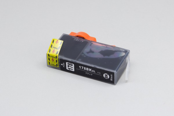 HP178XL互換インクの外観。使用時には黄色いパッキングテープとオレンジの留め具を外す