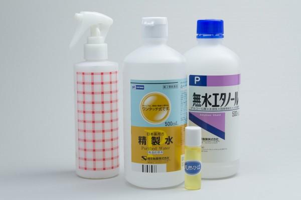材料はヒバ油と精製水、無水エタノールの3種類。さらにスプレー容器が必要