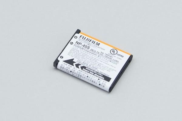 バッテリーには「NP-45S」が付属。単品での購入価格は4000円前後