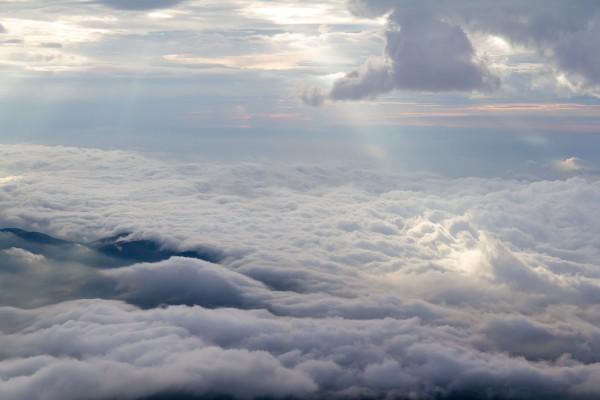 甲府盆地のあたりは雲で覆われていました