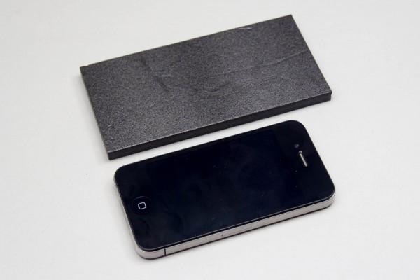 iPhone 4とiPhone 6(相当の板)とのサイズ比較