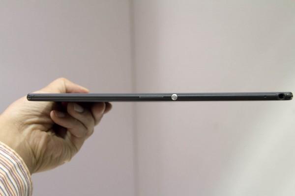 厚さはわずか6.4mm