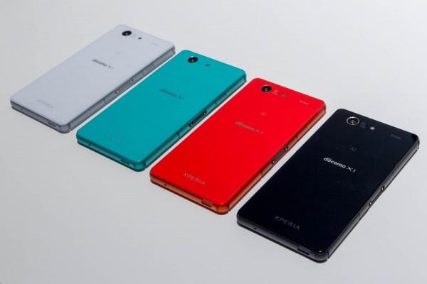 Xperia Z3 Compact。カラバリはホワイト、グリーン、オレンジ、ブラックの4種類