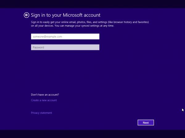 Microsoftアカウントの設定画面。ローカルアカウントで利用する場合はここで画面下部にある「Creat a new account」をクリック