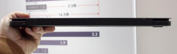 高さは16.8mm。薄型と称された前モデル「VPCZ219FJ/B」よりも厚いが、その差はわずか0.15mm