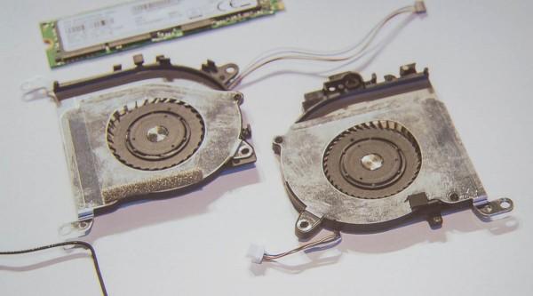 ふたつの流体動圧軸受けファンは、それぞれ羽根の枚数が違うとのこと。同じ枚数だと動作音も同じ周波数となり、ノイズが増幅されてしまうらしい