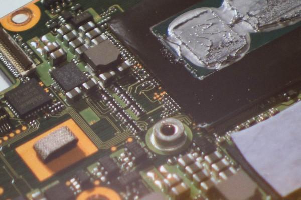 VAIO Zのマザーボードには、シルク印刷による説明書きがない