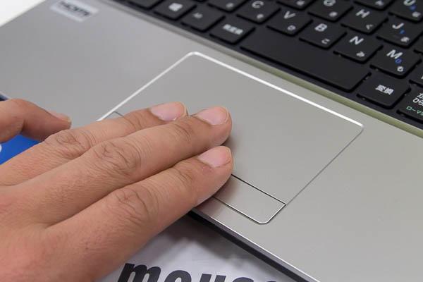 パッド部分とボタン部分の操作感が異なるため、確実に押したことを実感できる