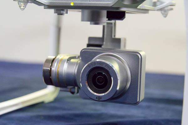 下部に取り付けられた小型カメラ