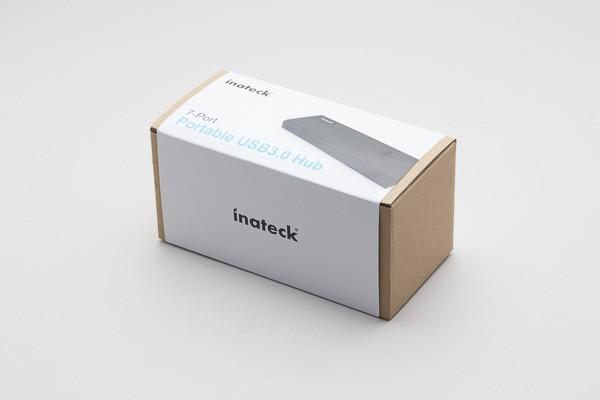 シンプルで好感の持てるデザインの箱