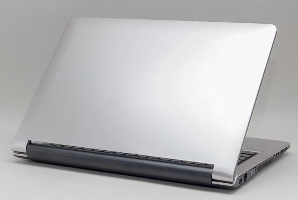 「LuvBook B」シリーズの本体カラーはシルバー