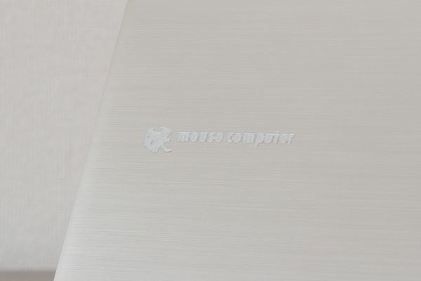 天板にはマウスコンピューターのロゴ