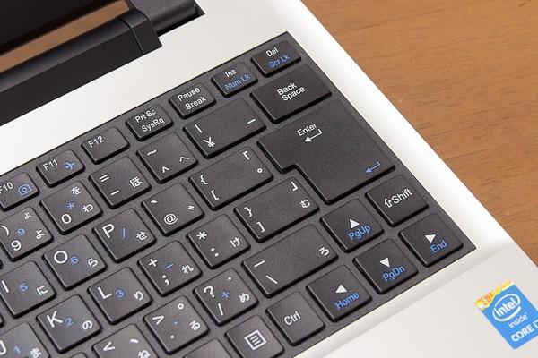 Enterキー左側のキーがやや横長であるため、使いはじめのうちはEnterキーに指が届きにくいと感じるかもしれません