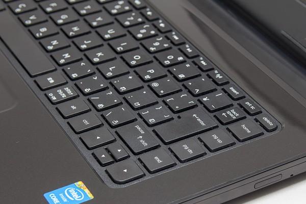 キーストロークは約1.5mm。ノートパソコンとしては標準的な深さです