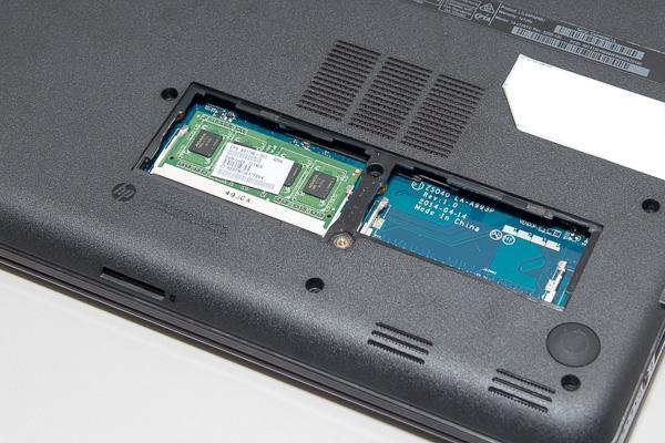 Core i3搭載モデルの最大メモリー容量は8GBです。背面のカバーを外すことで、自分で交換できます