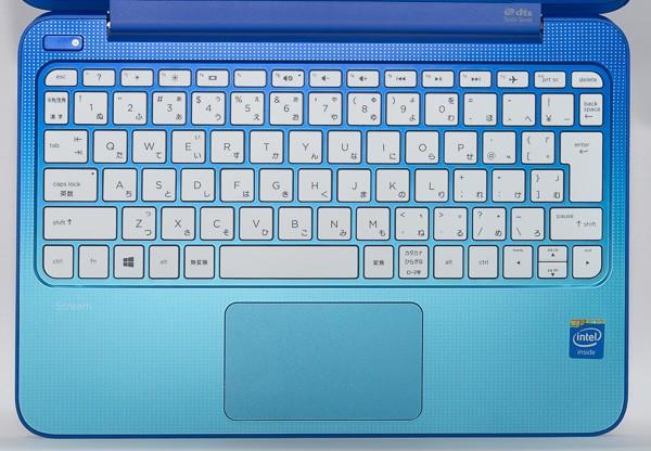 周辺のグラデーションとドット模様が印象的なHP Steam 11のキーボード。キーピッチは約18.7mm