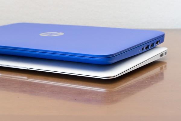 最薄部はHP Stream 11が17mmで、MacBook Air 11インチモデルが3mm。MacBook Air 11インチモデルのほうがシャープな印象を受けます