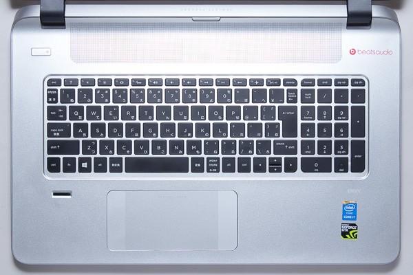 数値入力用のテンキーが付いたキーボード。キーピッチは18.7mmです