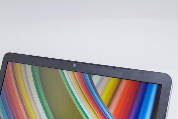 液晶ディスプレイ上部のWebカメラは92万画素