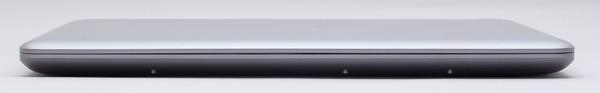 高さはもっとも薄い前面部分で28.5mm
