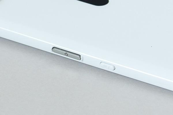 シルバーの電源ボタンの横にあるのが「SET」ボタンです