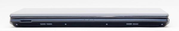本体前面部には、SD/SDHC/SDXC対応メモリーカードスロットが用意されています