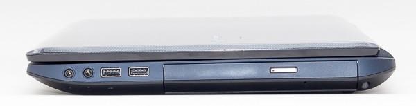 左側面にはオーディオ端子類とUSB2.0端子×2、光学ドライブが用意されています