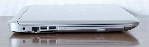 右側面には電源コネクター、有線LAN端子、USB3.0端子×2、光学ドライブ
