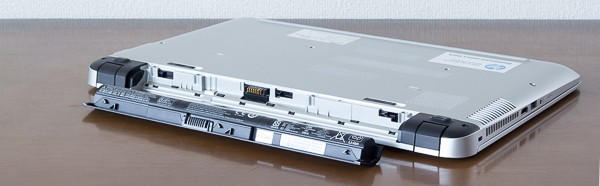 バッテリーは取り外し可能。劣化して容量が減っても、自分でバッテリーを交換できます