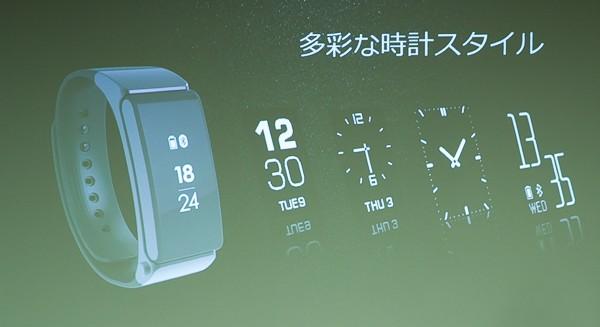 ディスプレイを長押しすると、時計の表示スタイルを変えられます。実際に試してみたところ、3種類にしか変えられませんでした(ほかの方法がわかりしだい追記します)