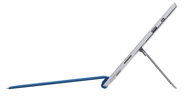 Surface Pro 3はキーボードの傾斜を付けられる上、タブレットの角度を好きな角度に調整できます