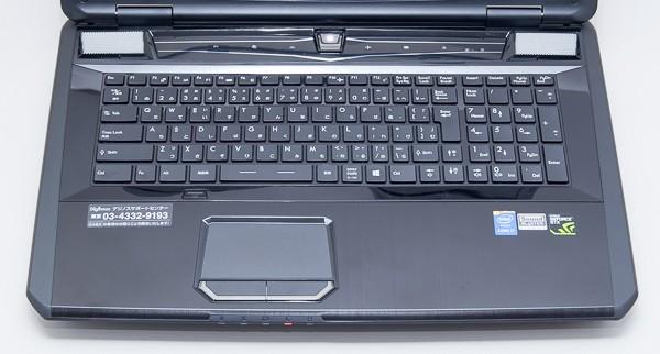 キーピッチは実測で約19mm。十分な大きさで、入力しやすいキーボードです