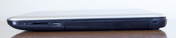 左側面はSD/SDHC/SDXC対応メモリーカードスロット、USB2.0端子、光学ドライブの構成です