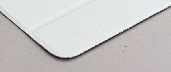 写真ではわかりづらいのですが、カバー部分には「Huawei MediaPad」の文字が刻印されています