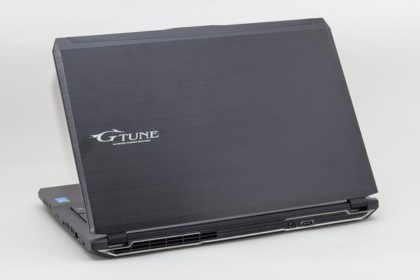 ゲーム用ノートパソコンとしてはスリムかつコンパクトなボディ