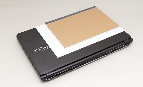 A4用紙とB5サイズのノートとの大きさの比較