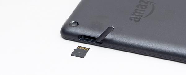 最大128GBのmicroSDカード類に対応しています