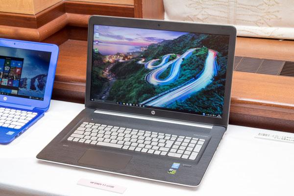 展示会で実機に軽く触れてみましたが、MacBookにも劣らない非常にスタイリッシュなデザインです。