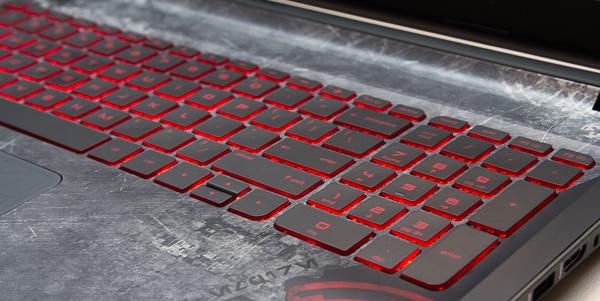 シスのライトセーバーをモチーフにした、赤いキーボードバックライト