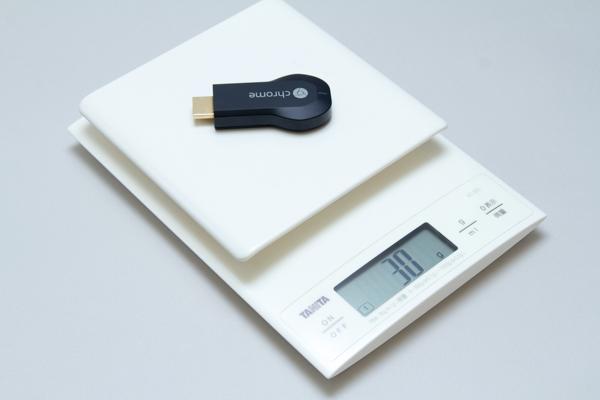 Chromecastのほうが数g重いのですが、実際に持つと、もっと重量差があるように感じました