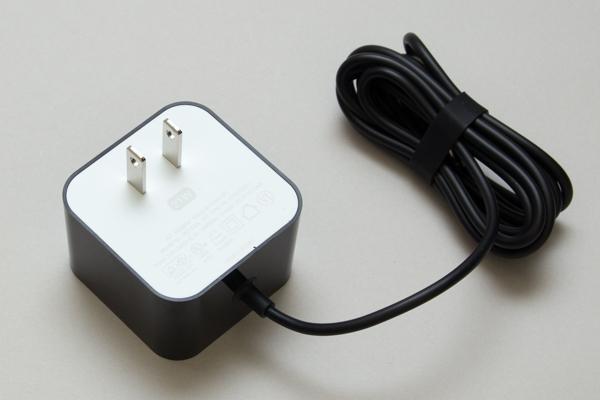 付属の電源アダプターには「21W」と書かれています