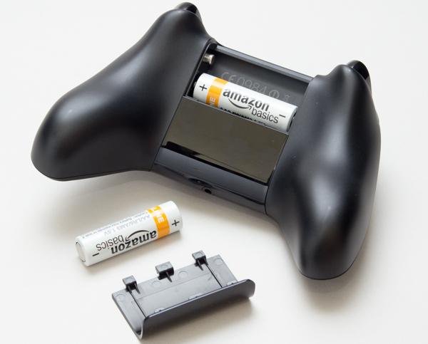 電源には単3電池2本を使います。電池はコントローラーに同梱のものを使用