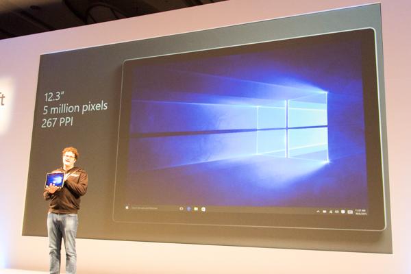 液晶ディスプレイの画素数は約500万画素。画素密度は276PPIです