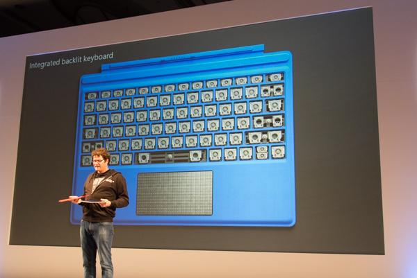 新しいタイプカバーでは、ノートパソコンでよく使われるパンタグラフ式のキーボードが採用されています