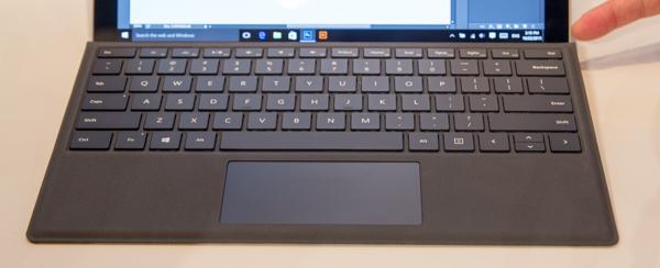 「Surface Pro 4 タイプ カバー」。Surface Pro 3でも利用可能です