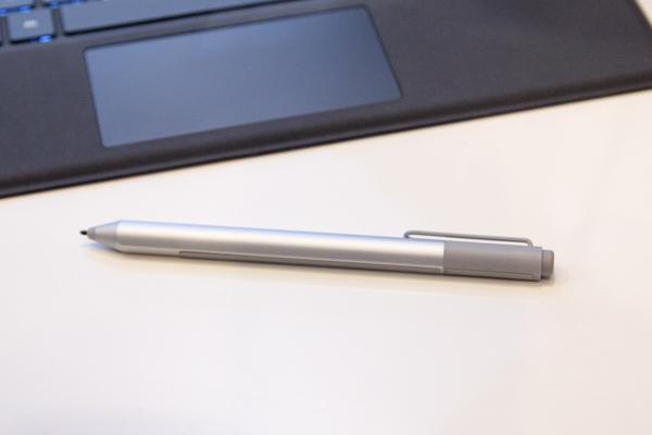 新しくなったSurfaceペン。Surface Pro 3やSurface 3でも利用できるとのこと