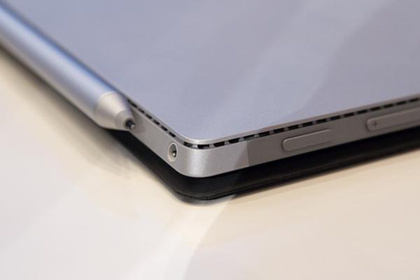 Core i5/i7搭載タブレットとしては、驚くほどスリムです