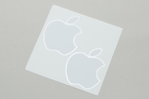 例のリンゴのステッカーが入っていました