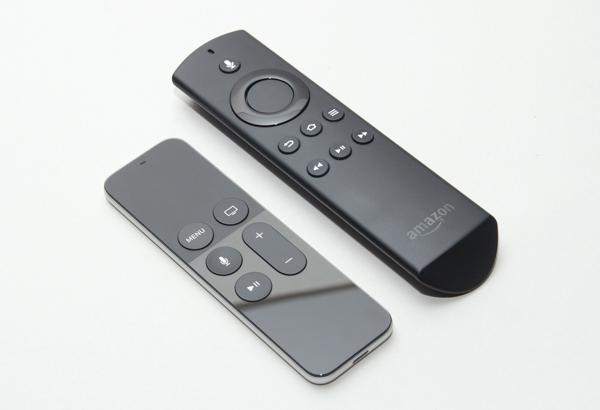 Apple TVのSiri Remote(左)と、Fire TVの音声認識マイク付きリモコン