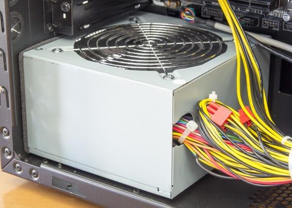 電源は500Wの80PLUS BRONZE